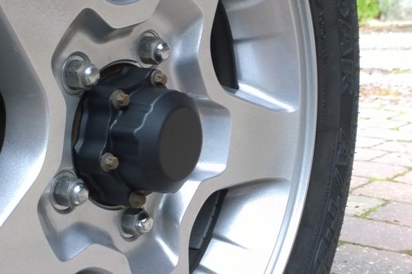 Suzuki Jimny vacuum hub (post-PlastiDip)