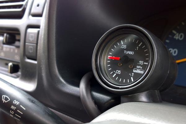 Suzuki Jimnt JB23 Lamco steering column boost gauge