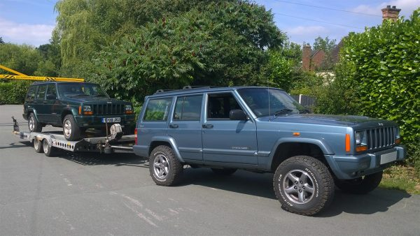 A Jeep Cherokee Orvis XJ (diesel) tows a Jeep Cherokee Orvis XJ (petrol)